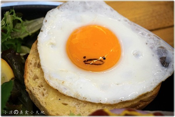 d37a65fa 46fe 4eba 956f a8c29793af22 - Butter巴特2店║隱藏在藝術之圈內。復古工業早午餐風。超厚五公分鬆餅,鬆餅控的最愛~(全天供應早午餐)(已歇業)