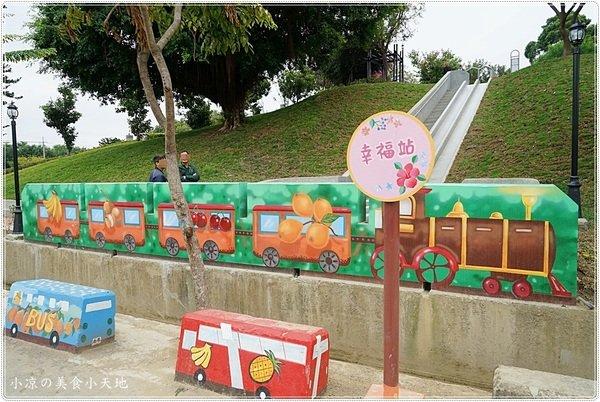 d3a49459 64cc 47c9 86c2 ac78e97a02e4 - 全台中最長的溜滑梯,正式引爆,沙坑、草地、兒童遊戲區、小孩玩翻天