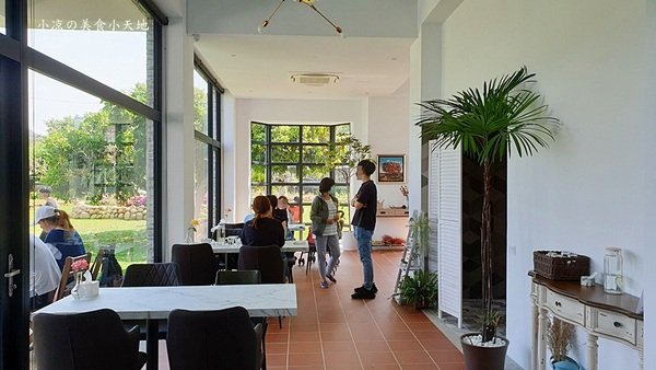 f1528e20 1acc 4a30 a5e8 e53913272ccd - 山水啡│台中新社景觀餐廳,橘白歐風建築,親子玩樂、踢球大草皮,享受悠閒咖啡輕食下午茶(寵物友善)