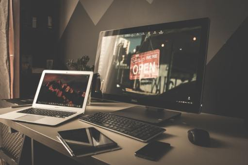 Explore the differences of a Laptop vs Smartphone