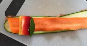 Warzywa ułożone na plasterkach boczku