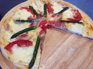 Wiosenna pizza znika kawałek po kawałku