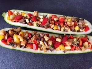 Cukinie z mięsem i innymi warzywami to idealny pomysl na szybki obiad