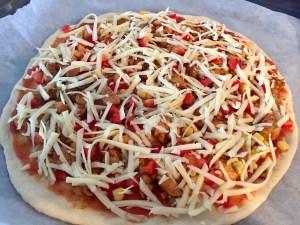 Żółty ser na pizzy kebab