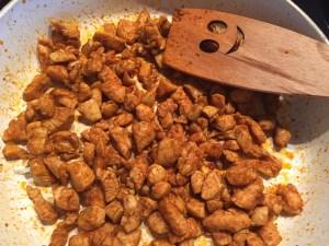 Filet z kurczaka smażony na patelni