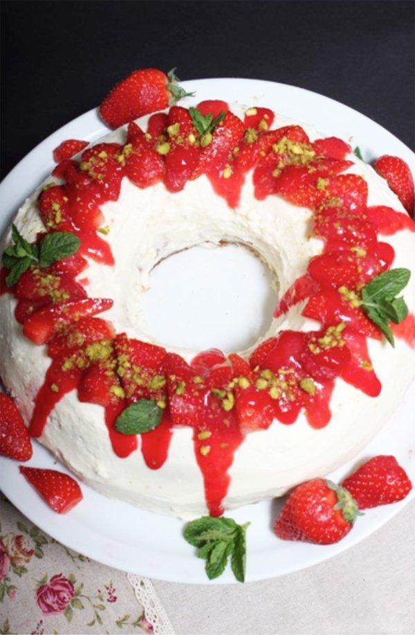 Erdbeer-Pistazien-Kranz mit Ricotta
