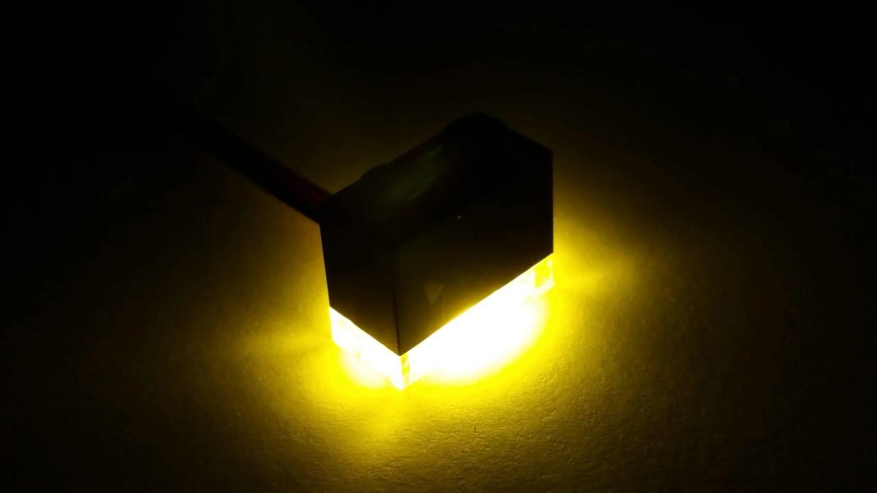Lampje geel donker