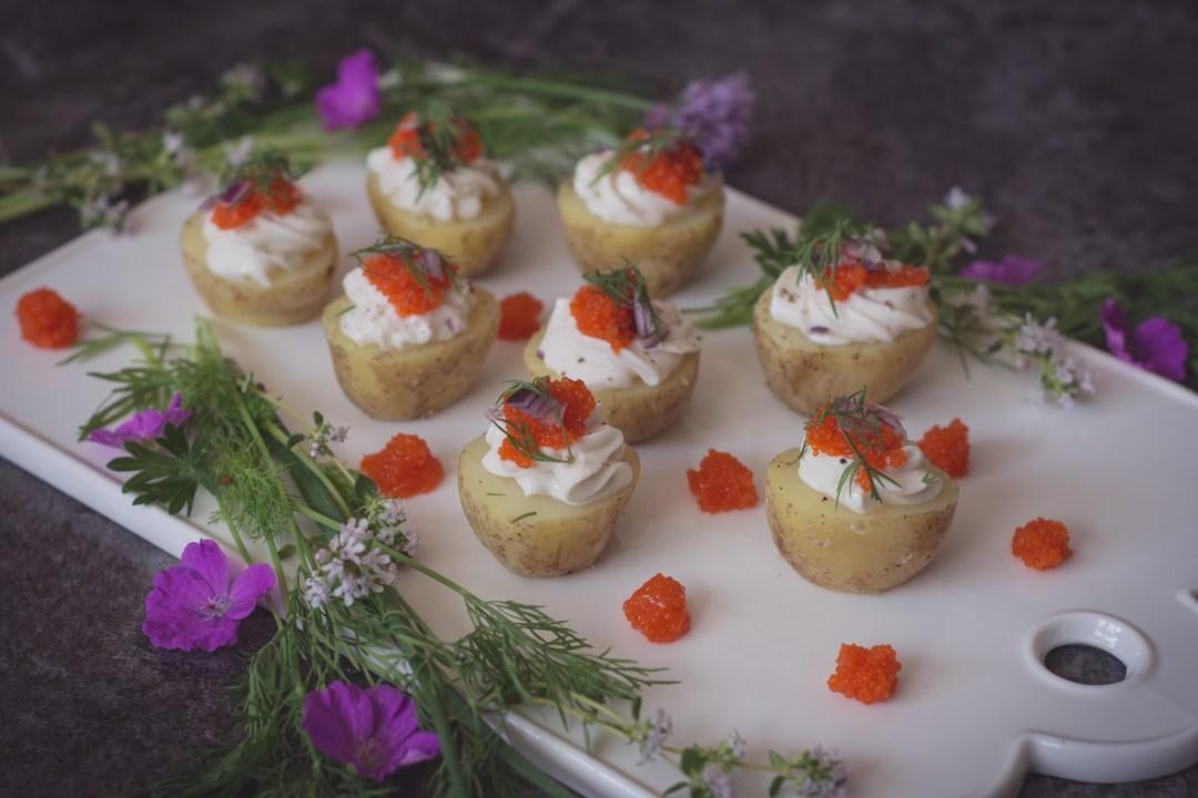 färskpotatis havrefraiche rödlök tångcaviar
