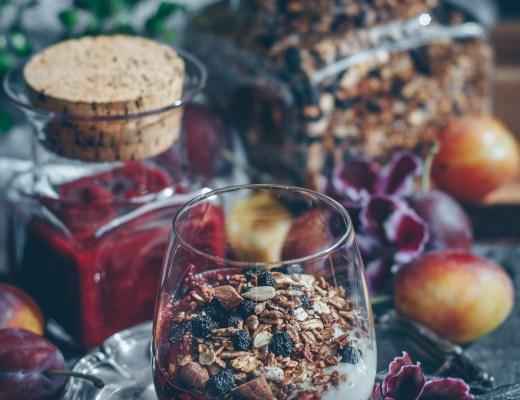 granola med plommonkompott