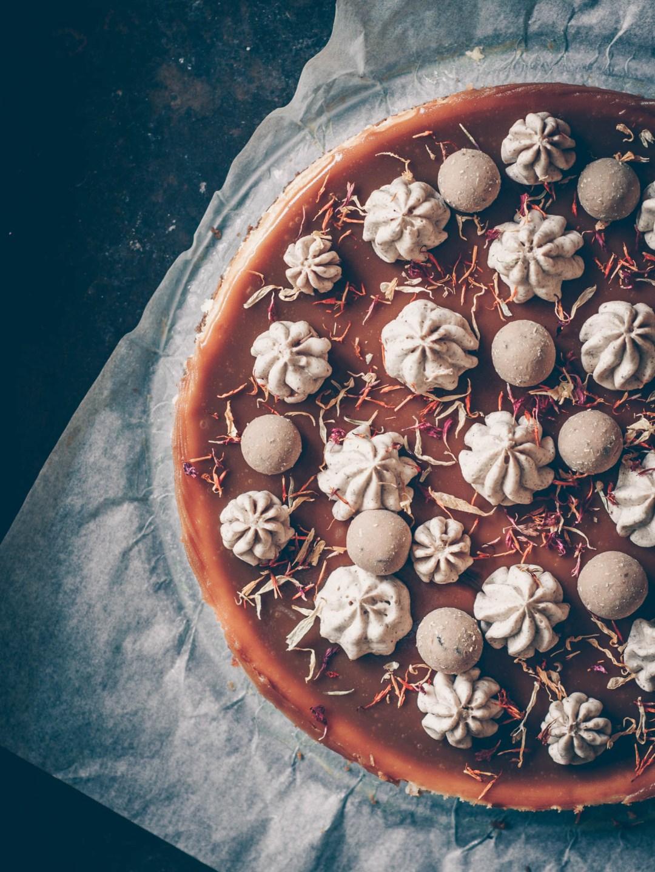 cheesecake med salt kolatäcke och lakritskräm