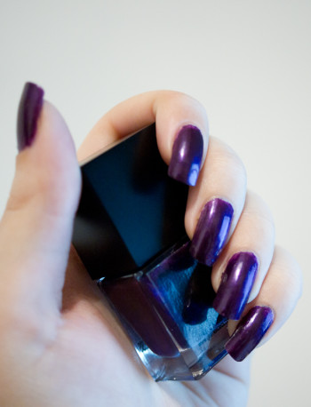 vernis à ongles violet glam excess