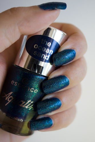 under water love essence vernis ongle swatch