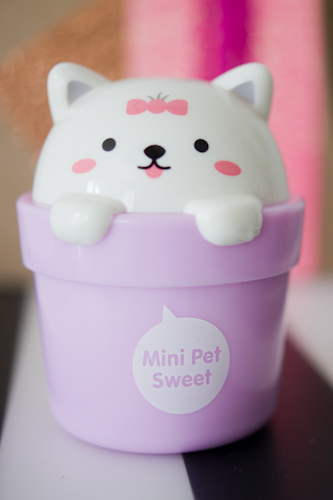 mini sweet pet creme mains