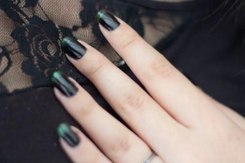 manucure noire verte-2