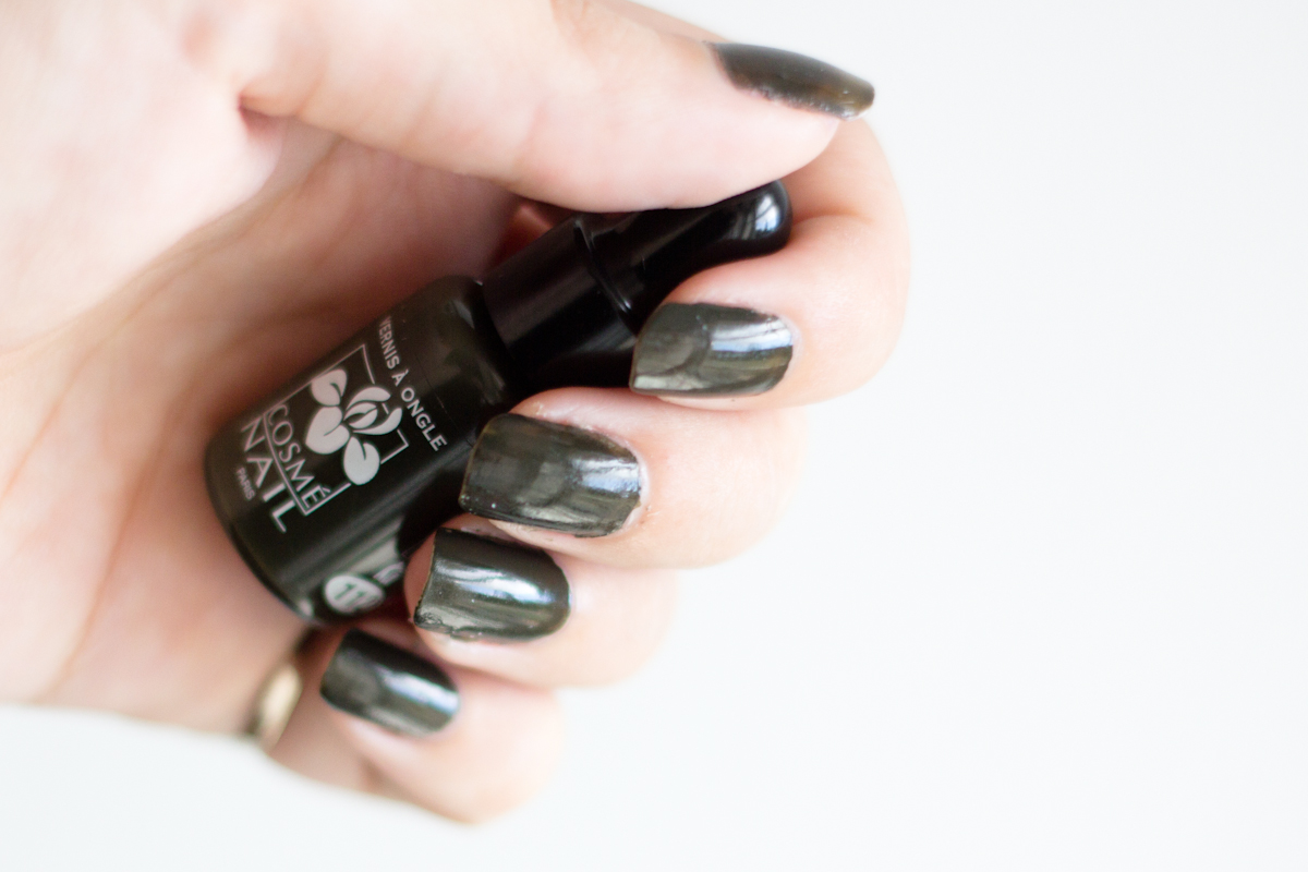 Très Le vernis à ongles Vert Bronze de Cosme Nail | Blood is the new Black PL81