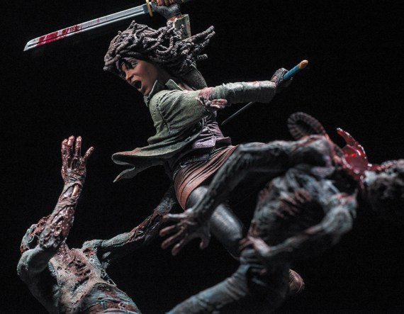 michonne_statue_photo_02_dp__35182_zoom