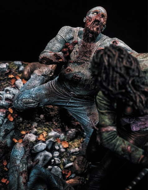 michonne_statue_photo_04_dp__34186_zoom