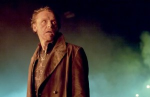 The_Worlds_End_Simon_Pegg_Banner_3_20_13