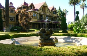 Winchester_Mystery_House_San_Jose_01