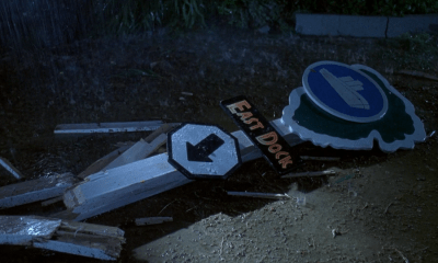 east_sign_crashed Jurassic Park 1993