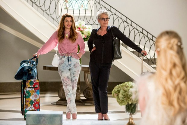 """SCREAM QUEENS: Pictured L-R: Nasim Pedrad as Gigi, Jamie Lee Curtis as Dean Cathy Munsch and Emma Roberts as Chanel Oberlin in the """"Chainsaw"""" episode of SCREAM QUEENS airing Tuesday, Sept. 29 (9:00-10:00 PM ET/PT) on FOX. ©2015 Fox Broadcasting Co. Cr: Skip Bolen/FOX."""