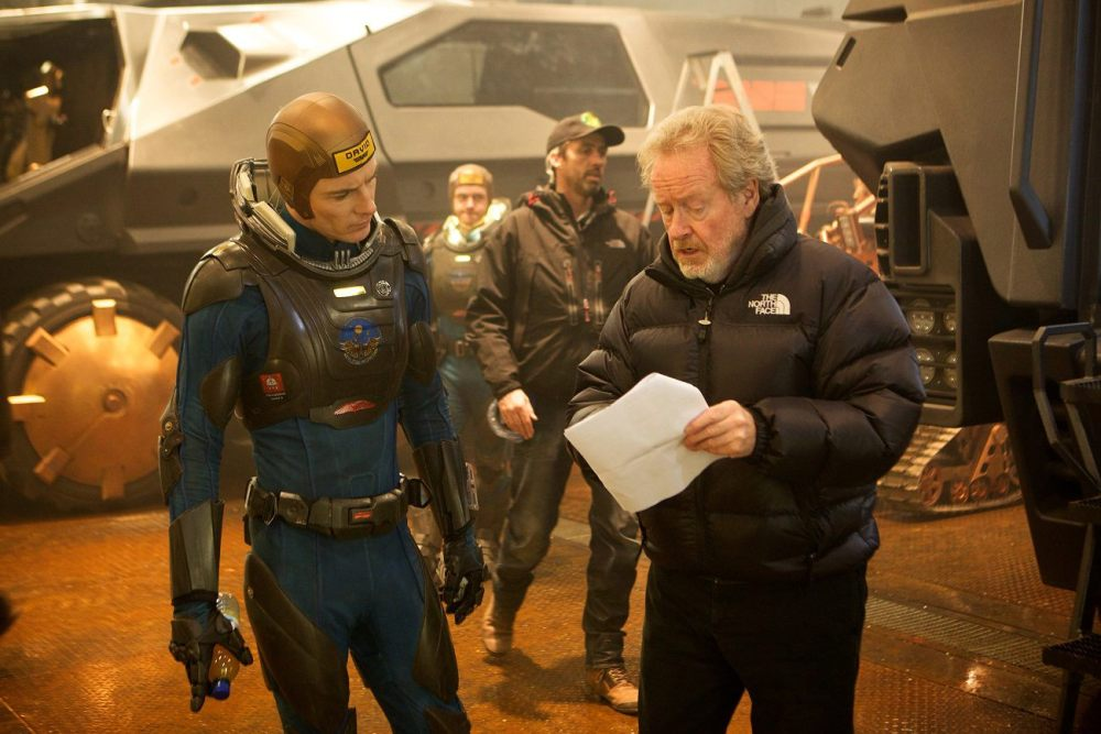 ridley_talking_to_fassbender_prometheus