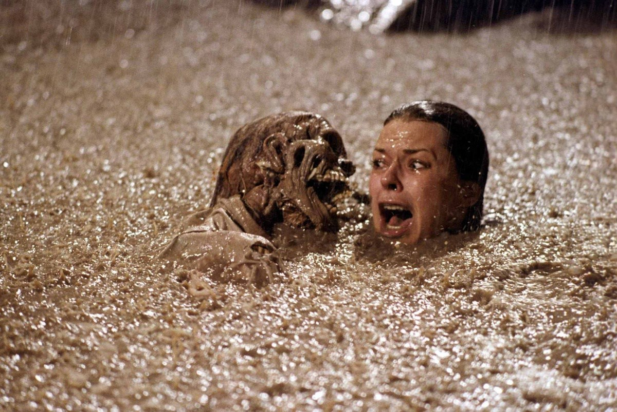 [It Came From the '80s] Corpse-Filled Pools and House Implosions in 'Poltergeist' - Bloody Disgusting