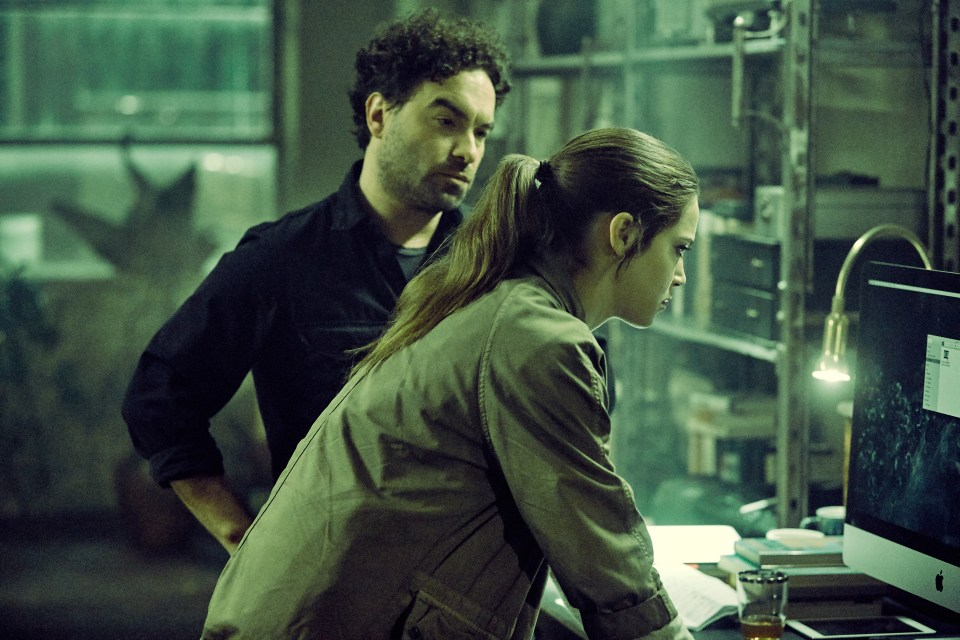 Matilda Lutz as Julia and Johnny Galecki as Gabriel in the film, RINGS by Paramount Pictures
