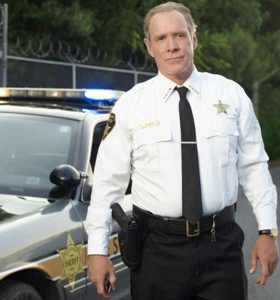 Halloween 2020 Haddonfield Sheriff Platt Will Patton Takes Aim at Michael Myers In 'Halloween'   Bloody