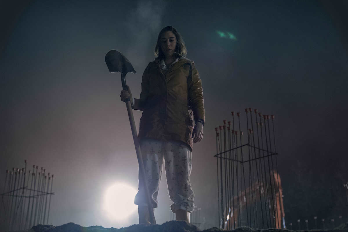 "Annie Wilkes Images Arrive in ""Castle Rock"" - Bloody Disgusting"