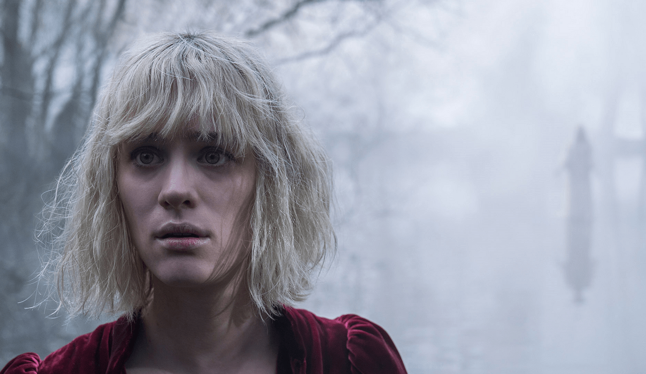 [Images] First Look at Finn Wolfhard and Mackenzie Davis in Next Year's 1990s-Set 'The Turning' - Bloody Disgusting