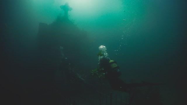 The Deep House' Photos Submerge YouTubers in Underwater Horror! [Gallery] -  Bloody Disgusting