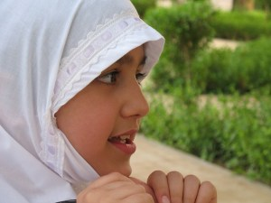muslim-girl-397952_640