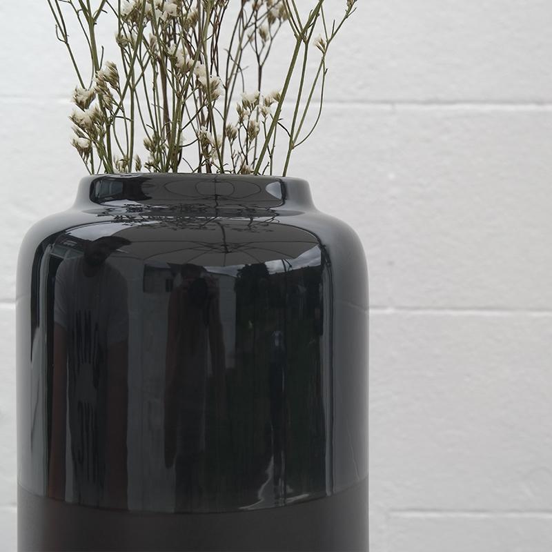 Coloris du vase Aster en bois brûlé