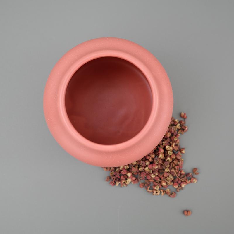 Coloris du vase Dahlia en lie de vin