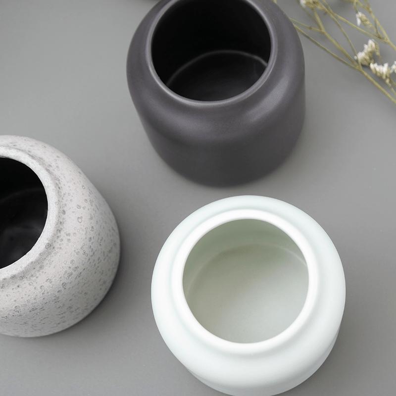 Décoration intérieur avec le petit vase menthe givrée Dahlia.