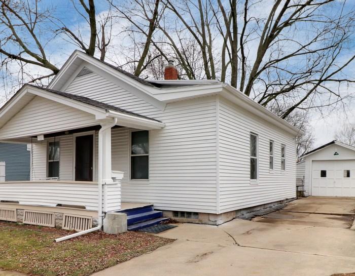1207 South Mason, Bloomington IL 61701