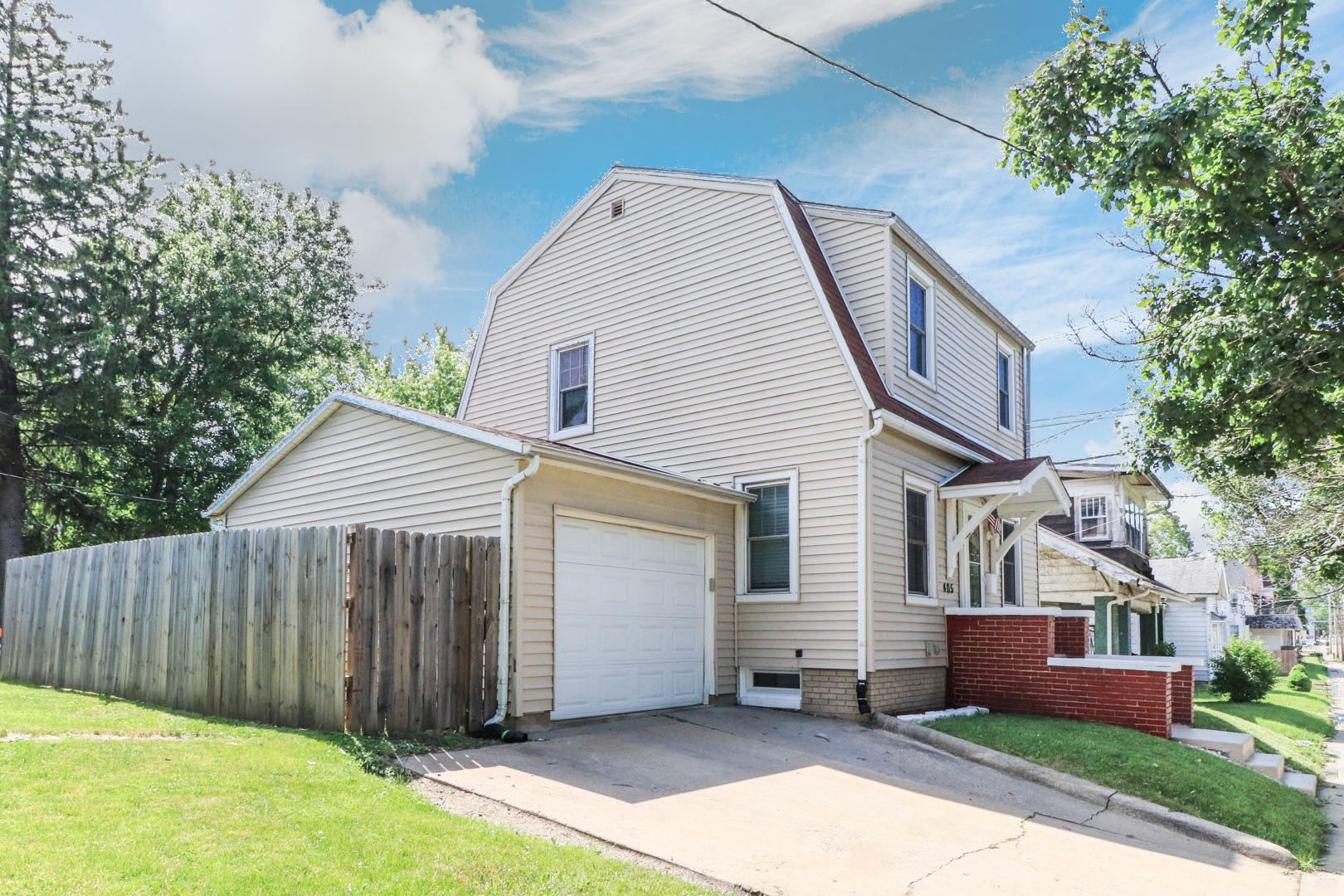 405 N Clinton Street, Bloomington, IL 61701 – SOLD!
