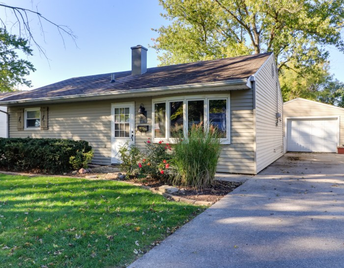 1208 Prairie Lane, Bloomington IL 61701 – UNDER CONTRACT!
