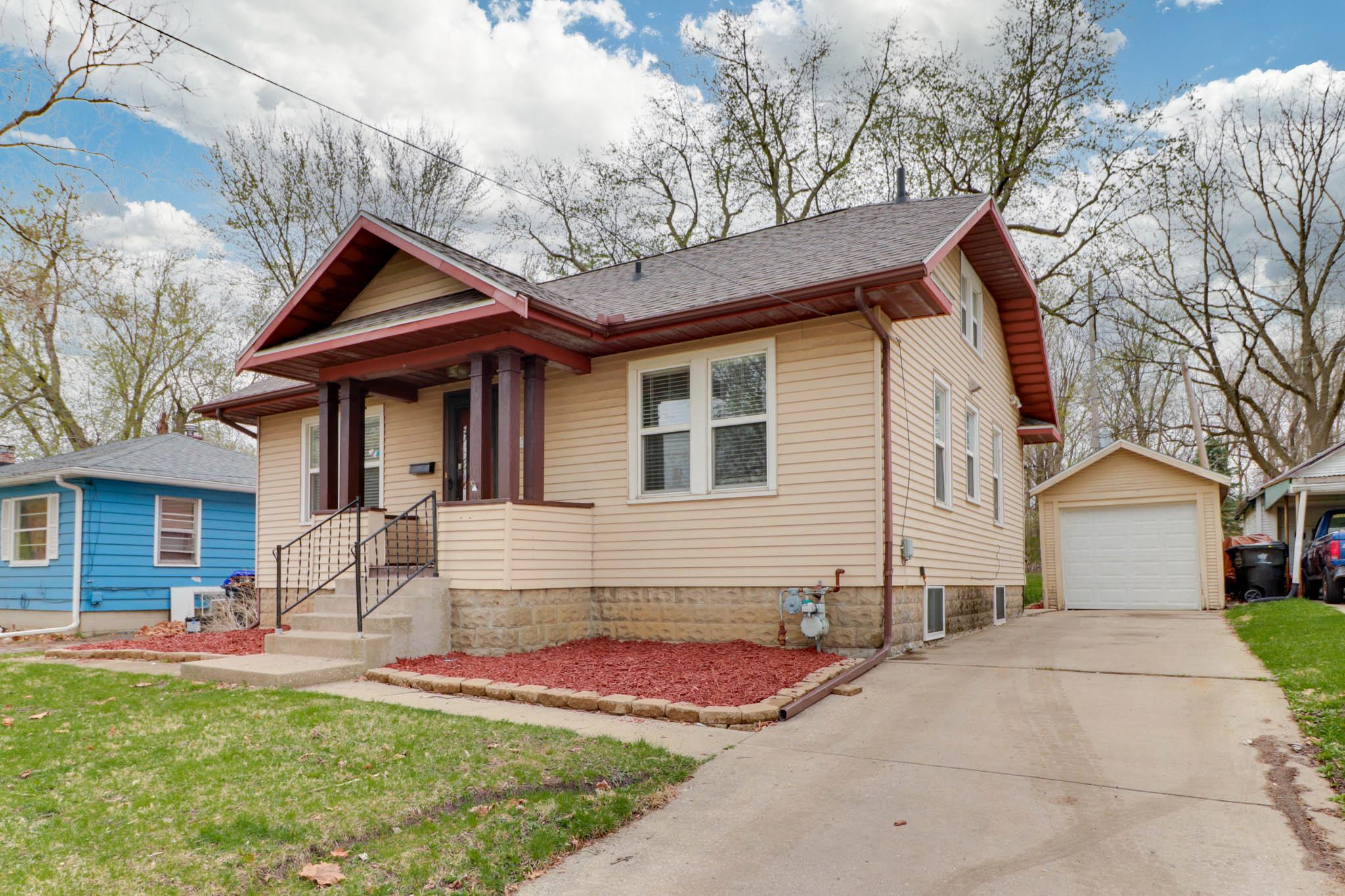 1316 N. Linden, Normal, IL 61761