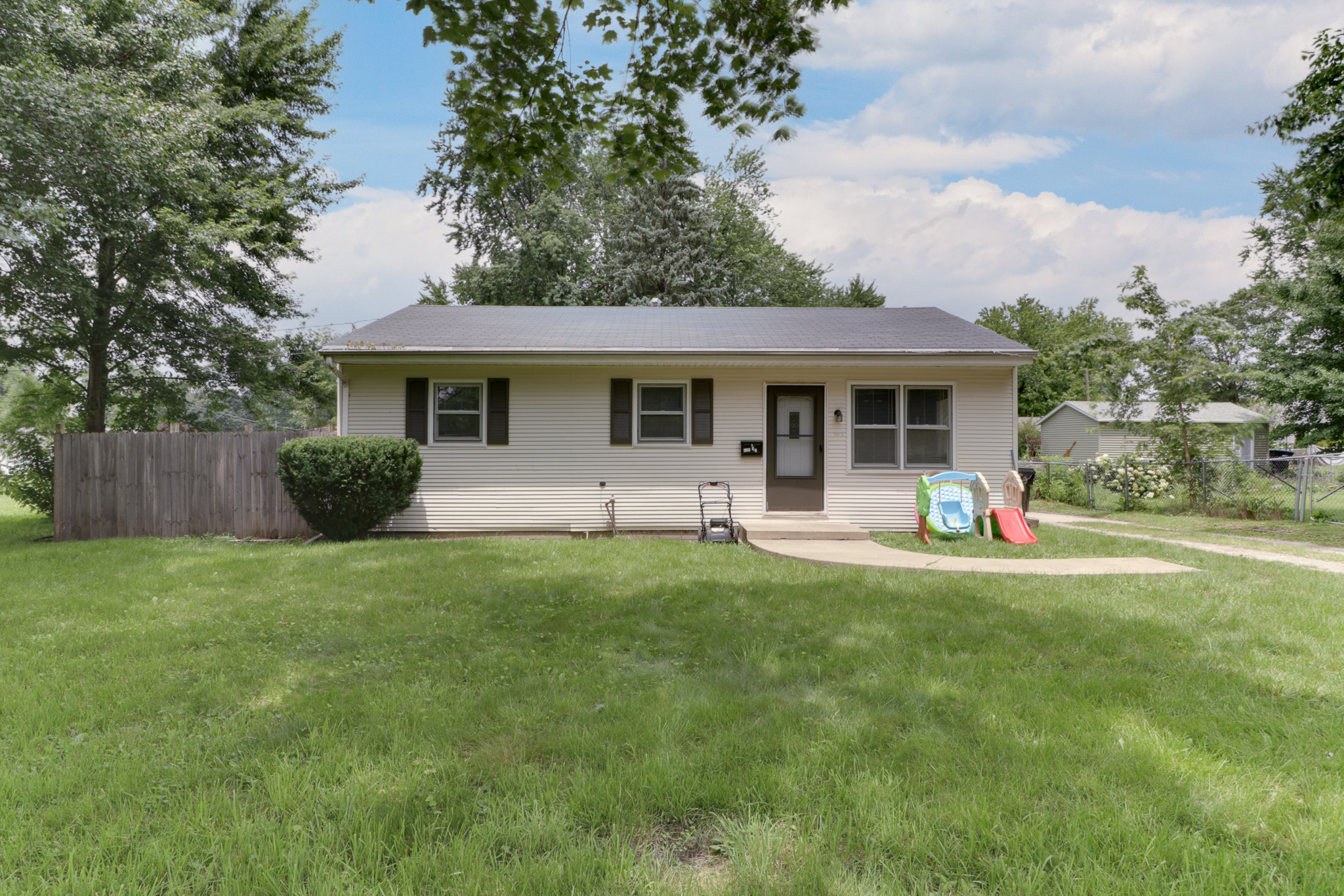 1120 1/2 Colton, Bloomington, IL 61701