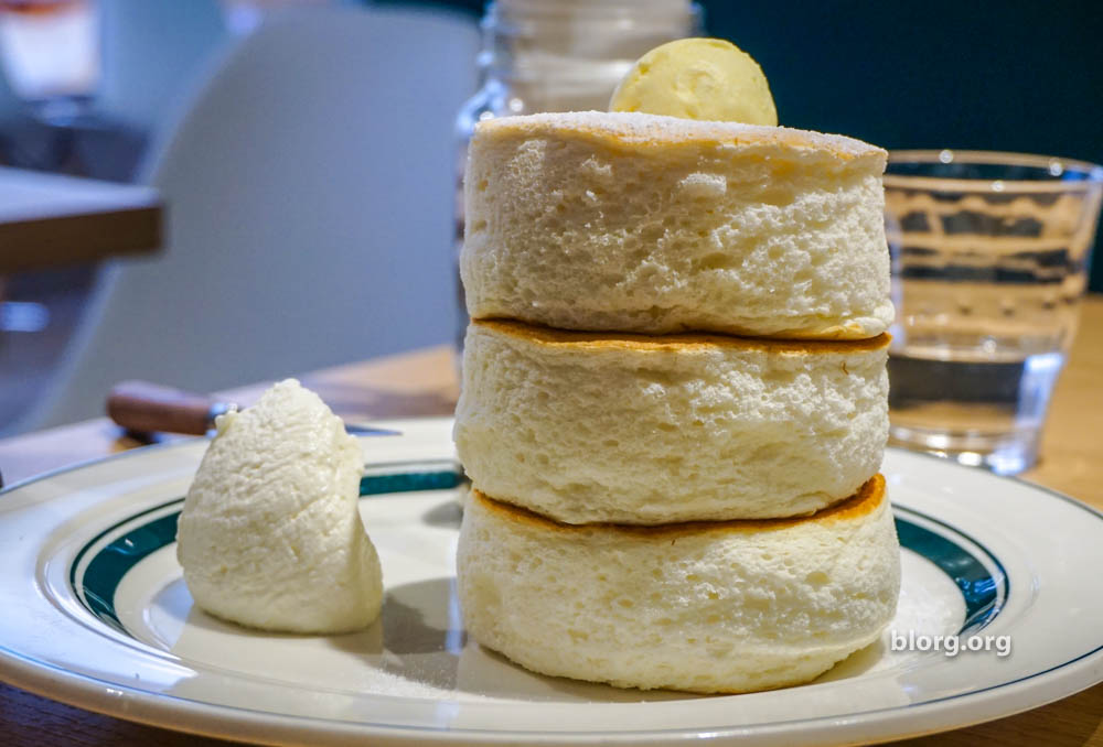 Cafe & Pancake Gram: Super Fluffy Pancakes in Japan