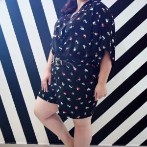 kimono-gatinhos-viscose-preto-blossoms-plus-size-tamanhos-grandes-3