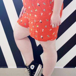 shorts-gatinho-viscose-vermelho-blossoms-plus-size-tamanhos-grandes