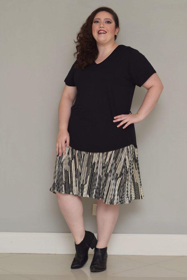 camiseta-plus-size-offwhite-basica-blossoms