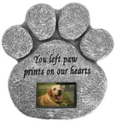 8 Pet Loss Sympathy Gifts to Ease the Pain of a Dog or Cat's Death