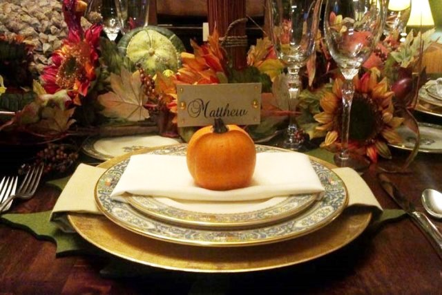 Inspiring thanksgiving place settings b lovely events for Elegant table setting for thanksgiving