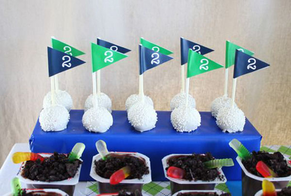 The golf flag cake pops are too lovely!