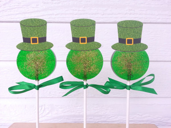These are the cutest St. Patrick's Day lollipops!