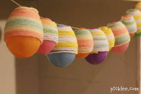 Love this idea of yarn wrapped easter egg garland